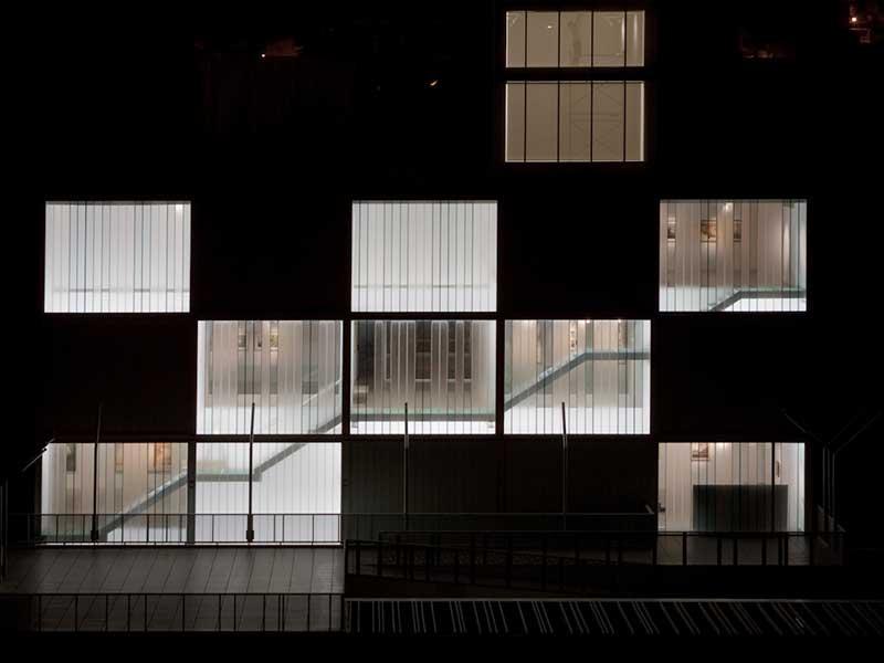 Vista nocturna museo